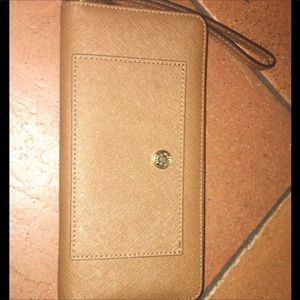 Three Michael kors wallets, great condition.